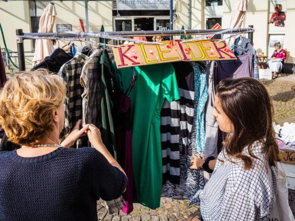 Ratingen.nachhaltig organisierte am 10. August 2019 im Jim und Joe eine Kleidertauschparty mit 200 Besucher*innen im Arkadenhof in Ratingen Mitte