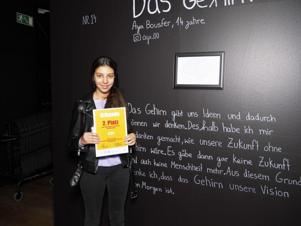 """Aya Bousfer hat mit ihrem Bild """"Das Gehirn"""" den zweiten Preis beim Zukunftskunst-Wettbewerb #kunstforfuture gewonnen. © Jugendkulturjahr 2020"""